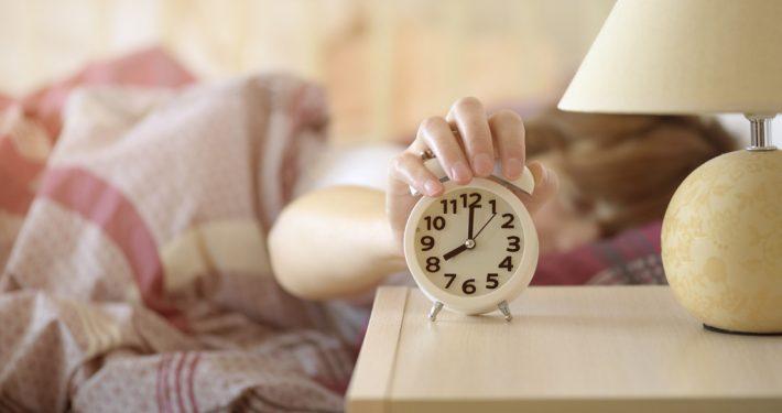 Endlich wieder tagsüber munter: fünf Tipps für einen gesunden Schlaf